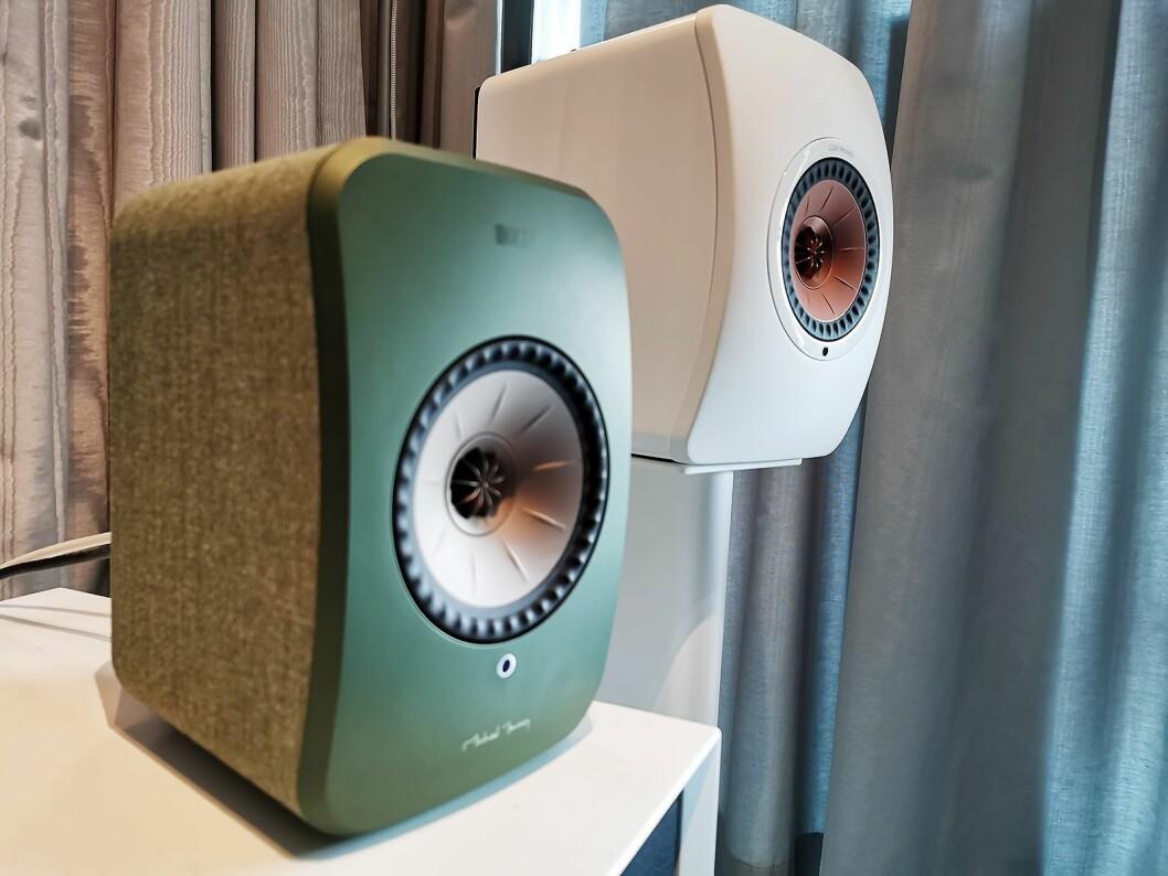 Kef LSX (grønn) og LS50 (hvit), til 12.000 og 24.000 kroner paret. Foto: Stian Sønsteng.