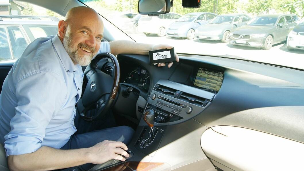 Produktsjef Alf Morten Engvik i AutoHiFi AS med en helt ny fullintegrert dab+/dab-løsning til Toyota og Lexus. Pris: 3.000,-. Foto: Daniel Winje