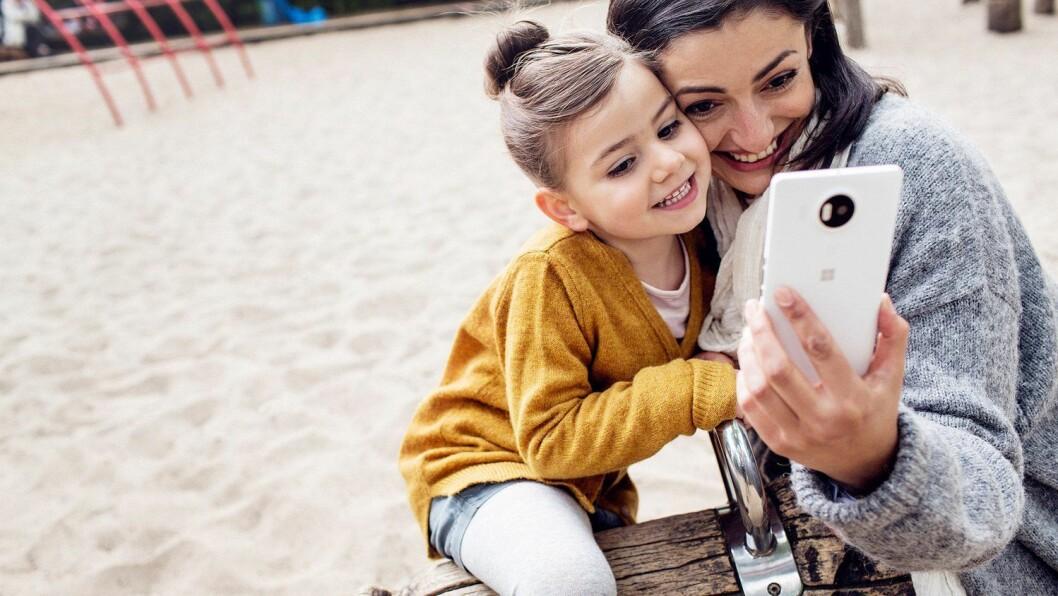 Mobilkameraet står for en stadig større andel av antall bilder nordmenn tar. Foto: Microsoft.