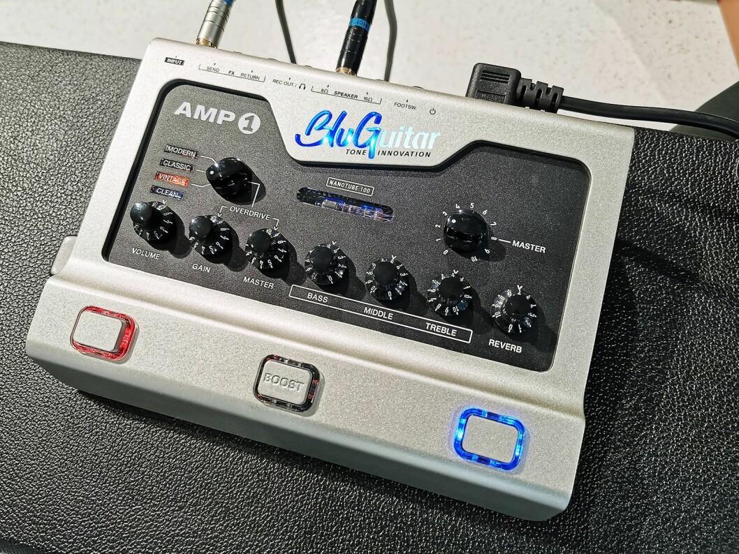 Forsterkertoppen BluGuitar AMP1 Mercury Edition har analog preamp med rør og et klasse-D sluttrinn. Pris: 6.000,- Foto: Stian Sønsteng.