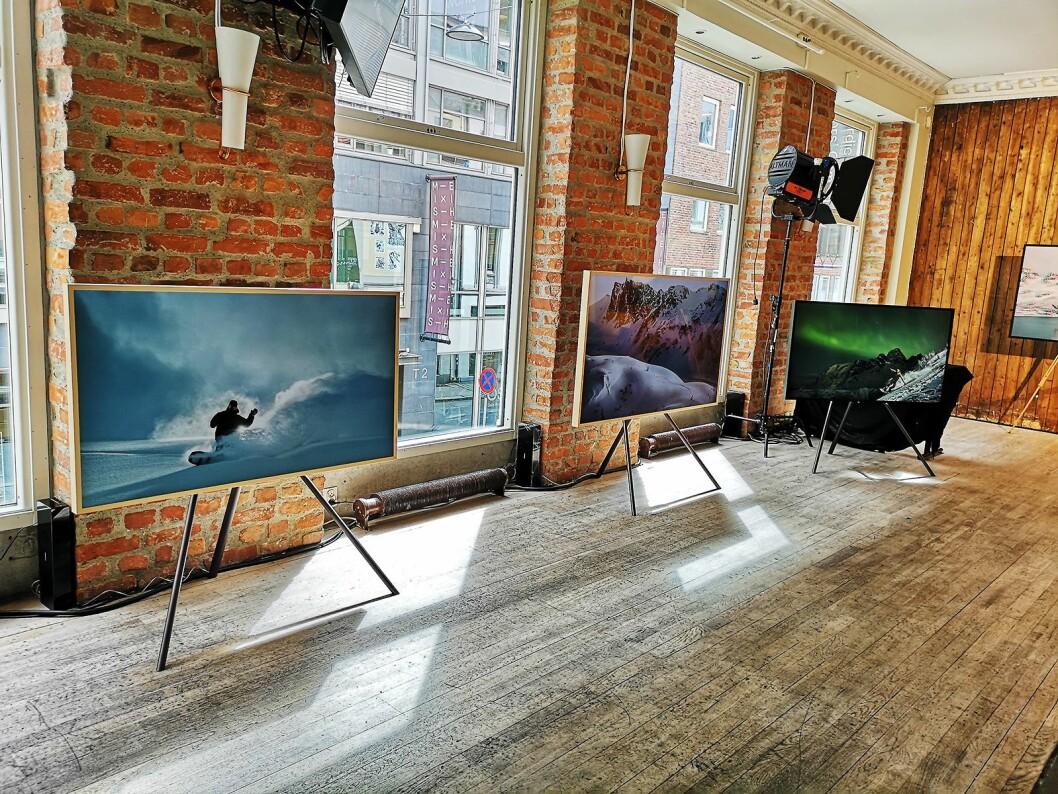 Utstillingen består både av trykk og bilder vist på The Frame. Foto: Marte Ottemo.