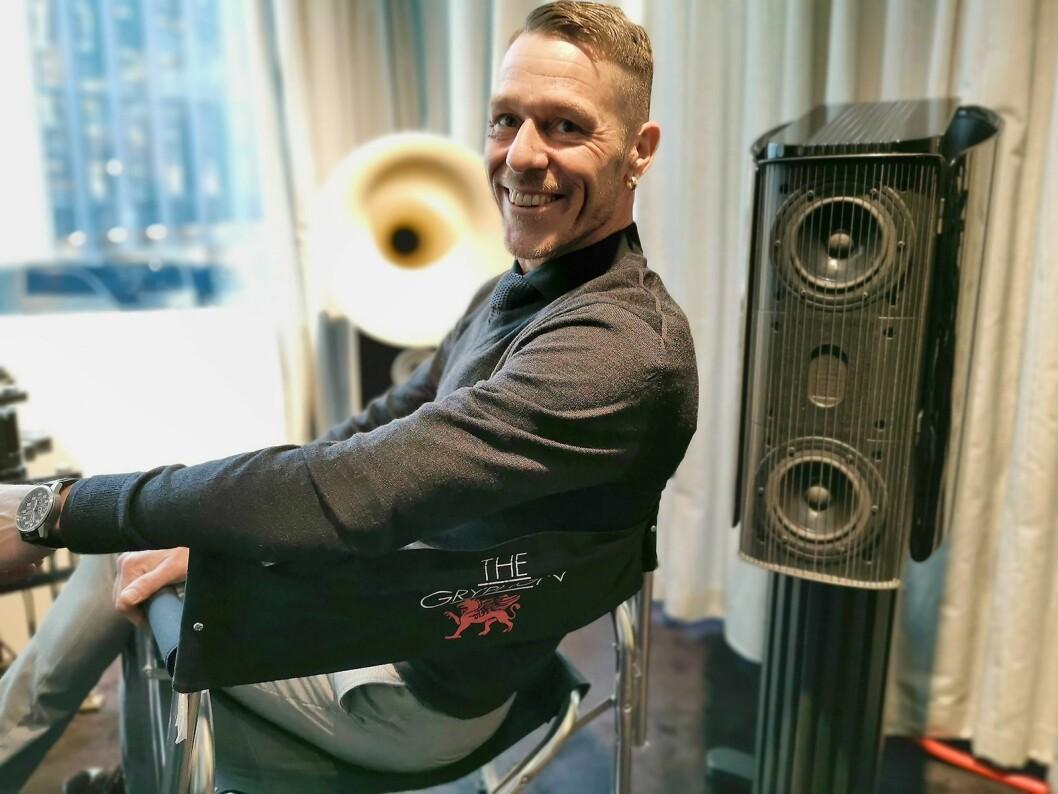 Rune Skov i danske Gryphon Audio Designs APS deltok på Vårpuls. Her med Gryphon Mojo S, der stativet følger med i prisen på 245.000 kroner paret. Foto: Stian Sønsteng.
