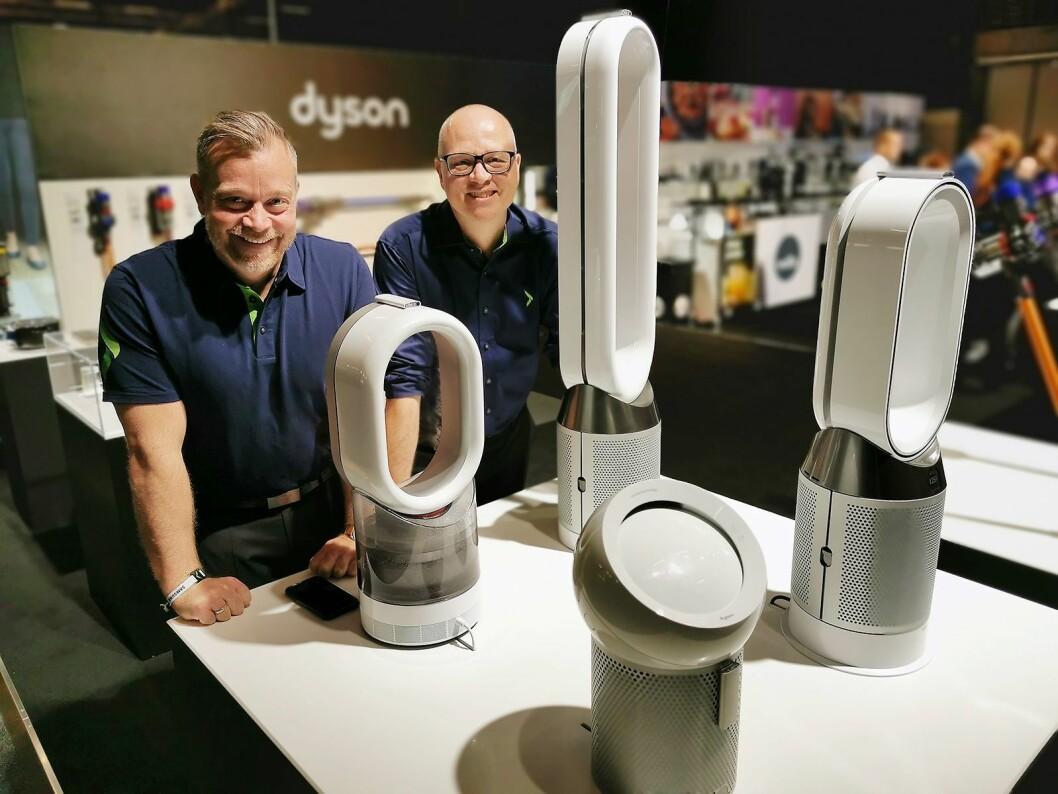 Espen Nordheim (t. v.) og Tommy Myhre med Dysons inneklimaprodukter vist på Campus Home. Foto: Stian Sønsteng.