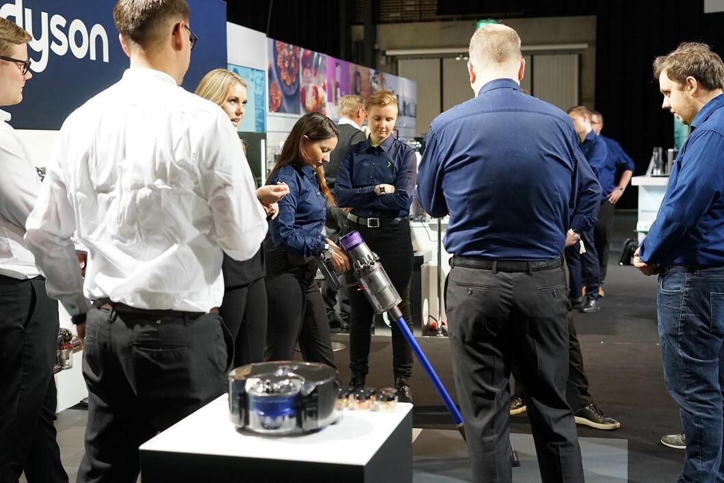 Ladbare støvsugere har vært den store vinneren innen småelektriske produkter hos Elkjøp. Her hos Dysons utstilling på Campus Home. Foto: Foto: Viktoria Baug, Elkjøp.