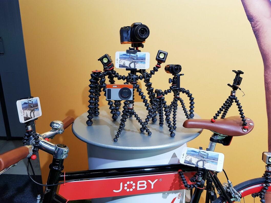 Fotostativene fra Joby Gorillapod skal kunne festes på de fleste steder. Foto: Jan Røsholm.