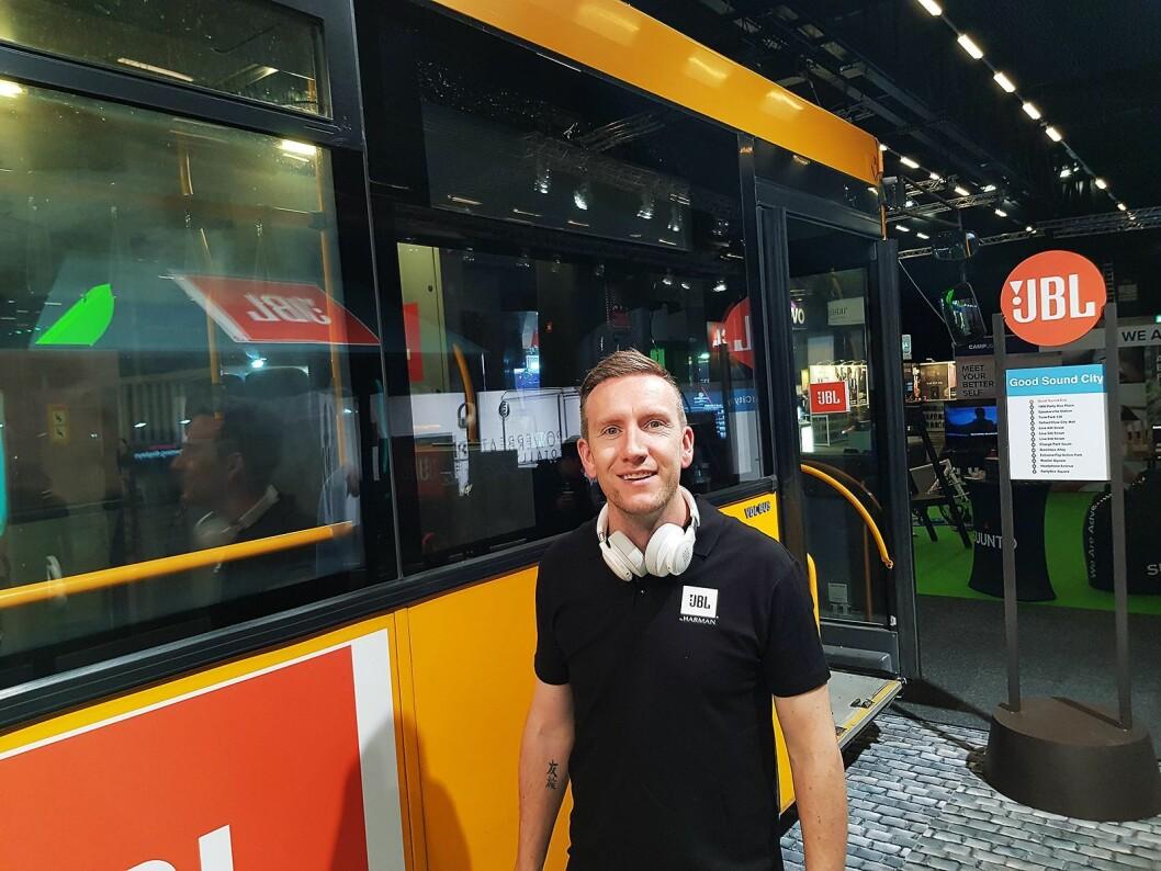 Trond Gulbrandsen i Harman hadde tatt med seg en buss til Elkjøp Campus. Foto: Jan Røsholm.