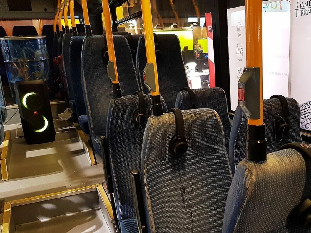 I bussen ble det demonstrert støykansellering i hodetelefonene. Foto: Jan Røsholm.
