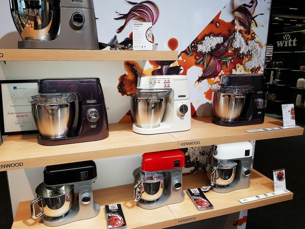 Kjøkkenmaskinene fra Kenwood finnes i forskjellige utførelser og farger. Foto: Jan Røsholm.