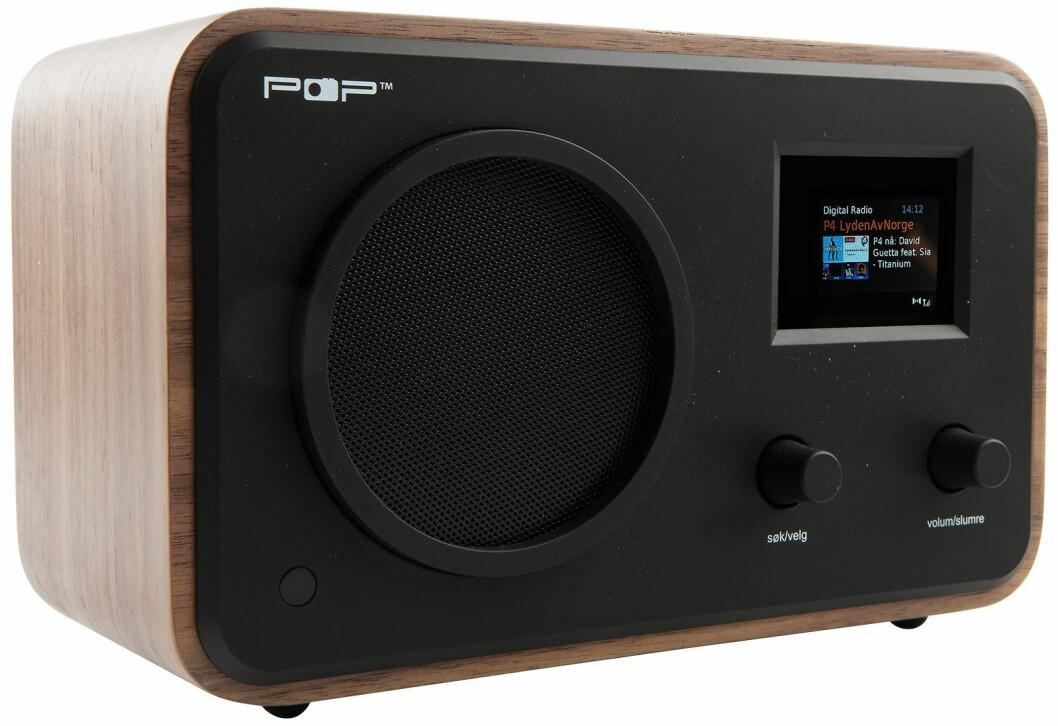 POPradio har dab+, FM, blåtann, linje inn og linje ut, kommer i valnøtt og sort, fargedisplay med slideshow-visning, fjernkontroll med favorittkanalknapper (1-6), mulighet for bruk av ekstern antenne (POPyourSIGNAL), mulighet for drift på 12V, klokkeradio, equalizer, norske tekster i displayet. Pris: 1.700,-.