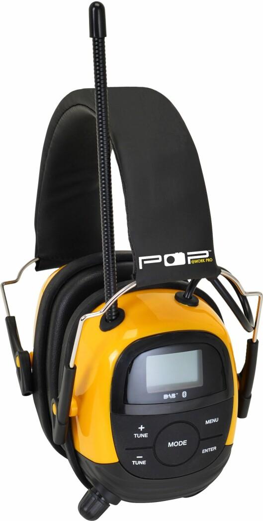 POP@work PRO er et PPE-sertifisert hørselvern med dab+, FM, aux-inngang, blåtann for strømming fra mobil og håndfri for samtaler, oppladbart batteri, display med kanalnavn, info og menyer, utskiftbare puter (hygienesett er ekstrautstyr), IPx4 vanntett, SNR 28. Pris: 2.500,-.
