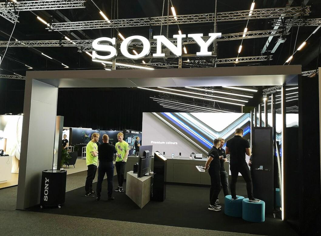 Sony har tatt med seg designet fra Mobile World Congress som gikk av stabelen i Barcelona i februar, inn til Elkjøp Campus. Foto: Marte Ottemo