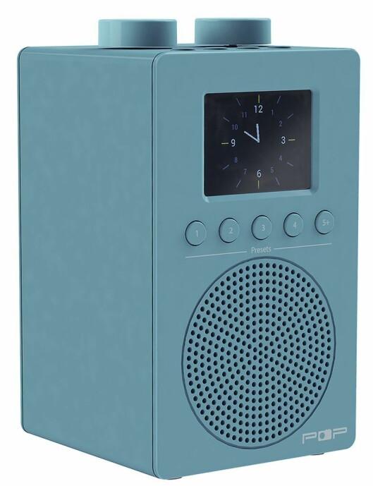 myPOP har dab, dab+, FM RDS, fargedisplay med slideshow, FS-modul, hodetelefonutgang, AUX-inn, automatisk klokke, klokkeradio med to alarmer, 220V eller 4xAA-batterier. Norsk tekst. 5 direktevalgsknapper. Snooze/sleep. Finnes i sort, hvit, oransje og blå. Pris: 700,-.