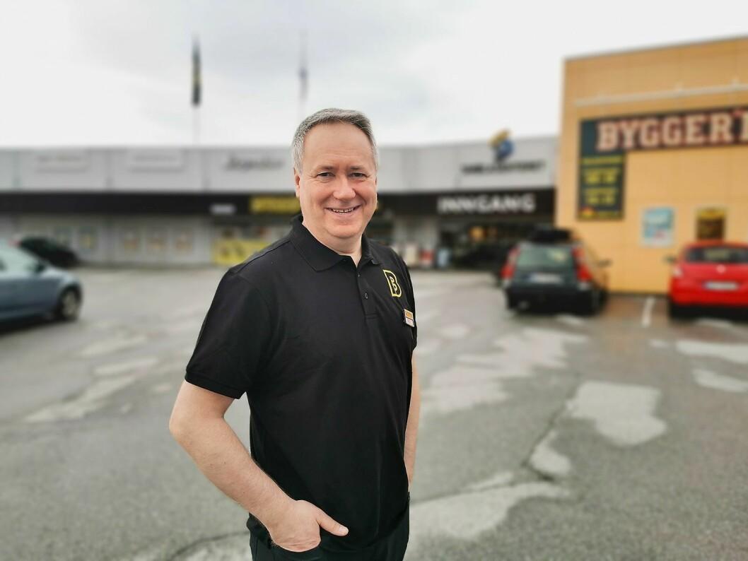 Arild Sætrem er også styreleder og medeier i Smøla Handelspark AS, som eier Smølasenteret på Hopen. Foto: Stian Sønsteng.
