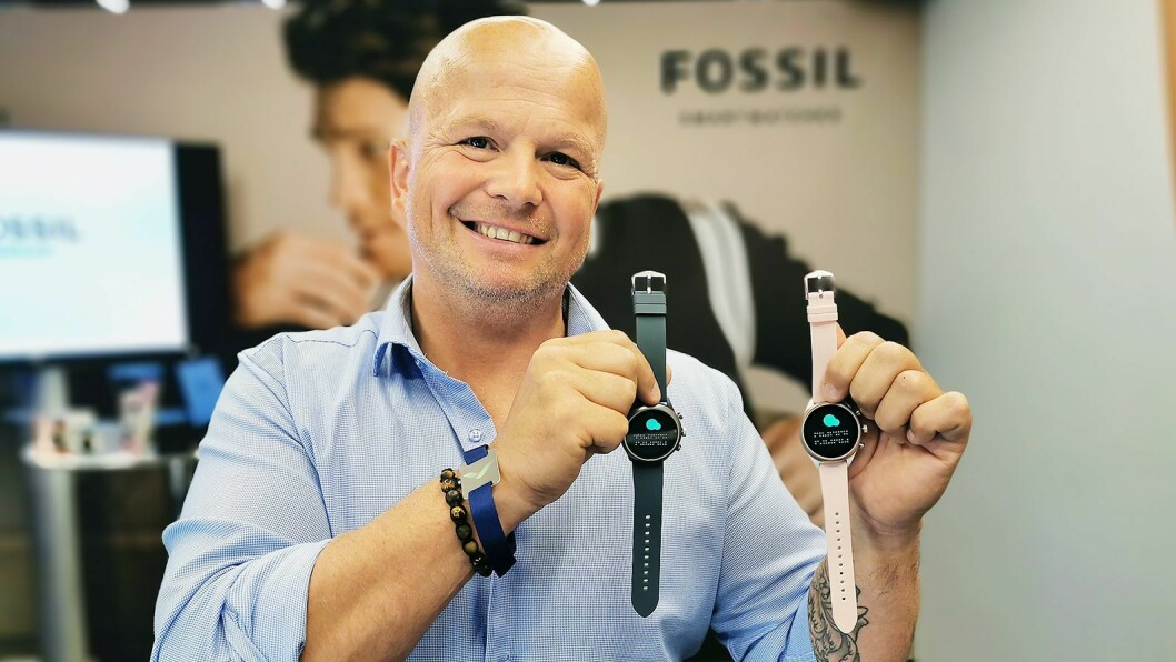 Vidar Svåsand i Fossil-gruppen med sportsklokken Fossil Sport. Foto: Stian Sønsteng