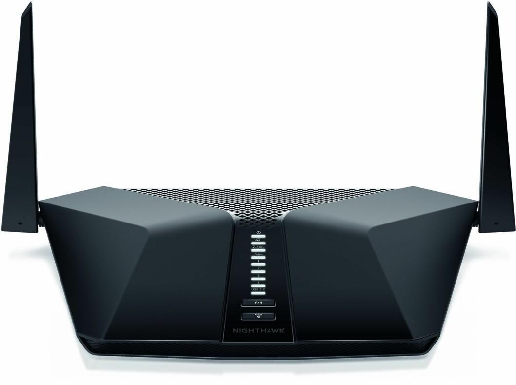 Wi-Fi 6-ruteren Nighthawk RX200 har 4 antenner og håndterer 4 samtidige datastrømmer. Foto: Netgear.