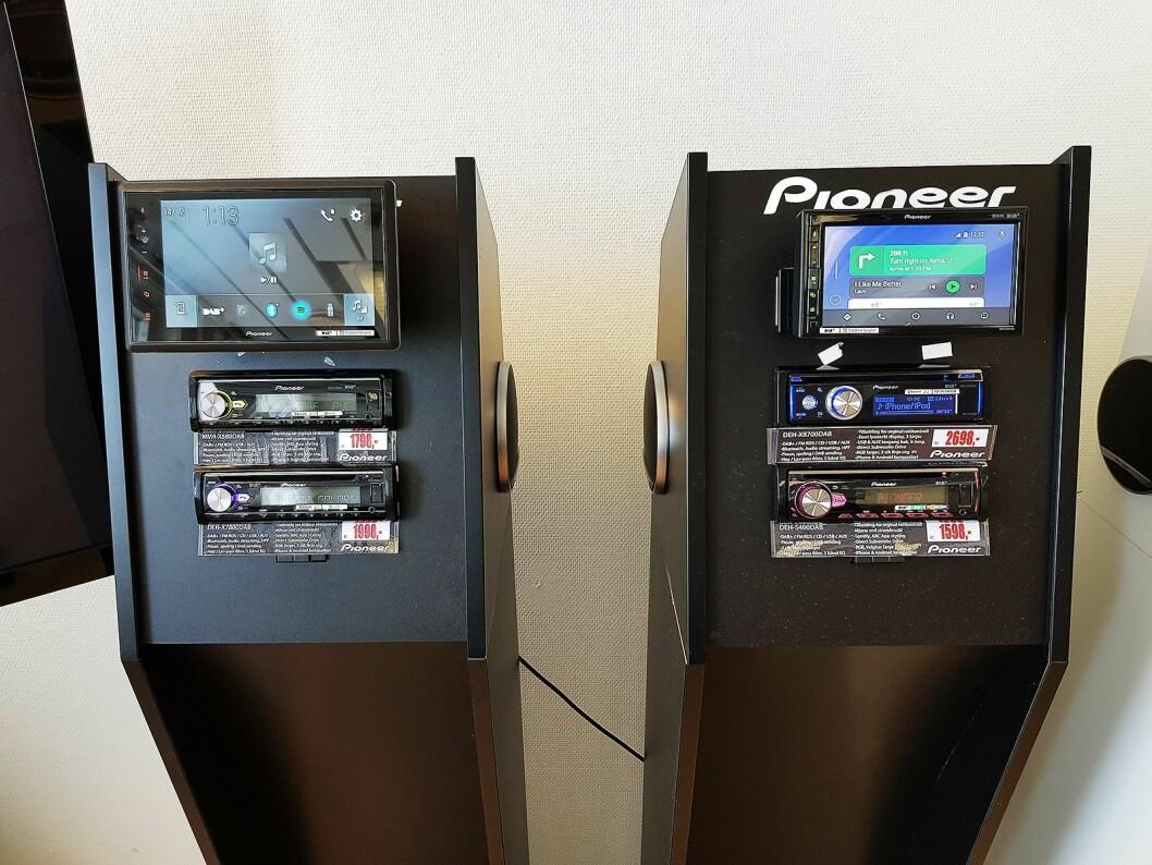 De nye modellene fra Pioneer har henholdsvis 8 (til venstre) og 6,8 tommers skjerm, er tilpasset flere bilmodeller. Foto: Jan Røsholm.