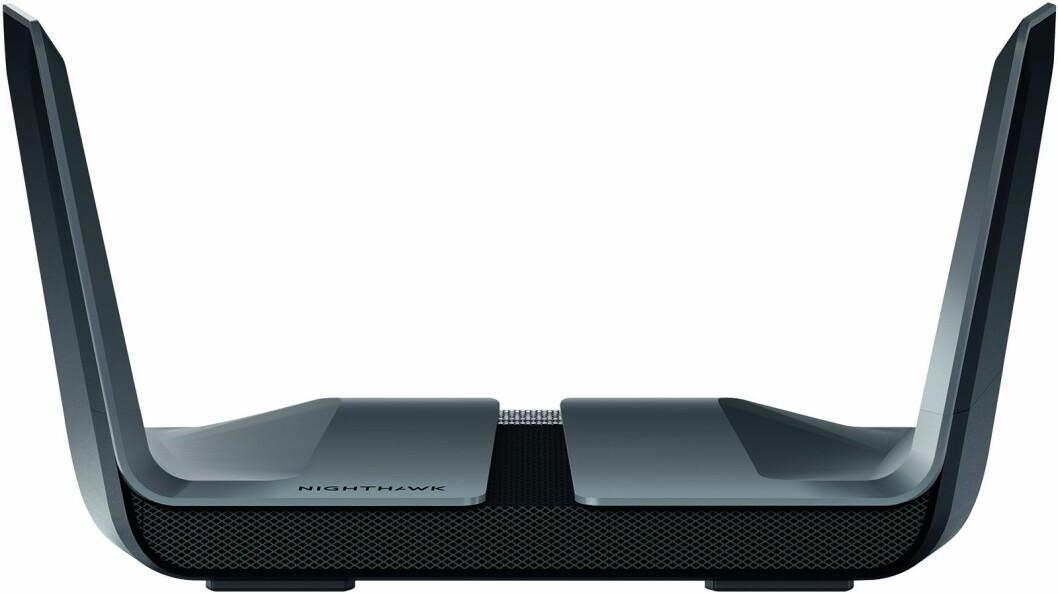 Wi-Fi 6-ruteren Nighthawk RX80 har 8 antenner og håndterer 8 samtidige datastrømmer. Foto: Netgear.