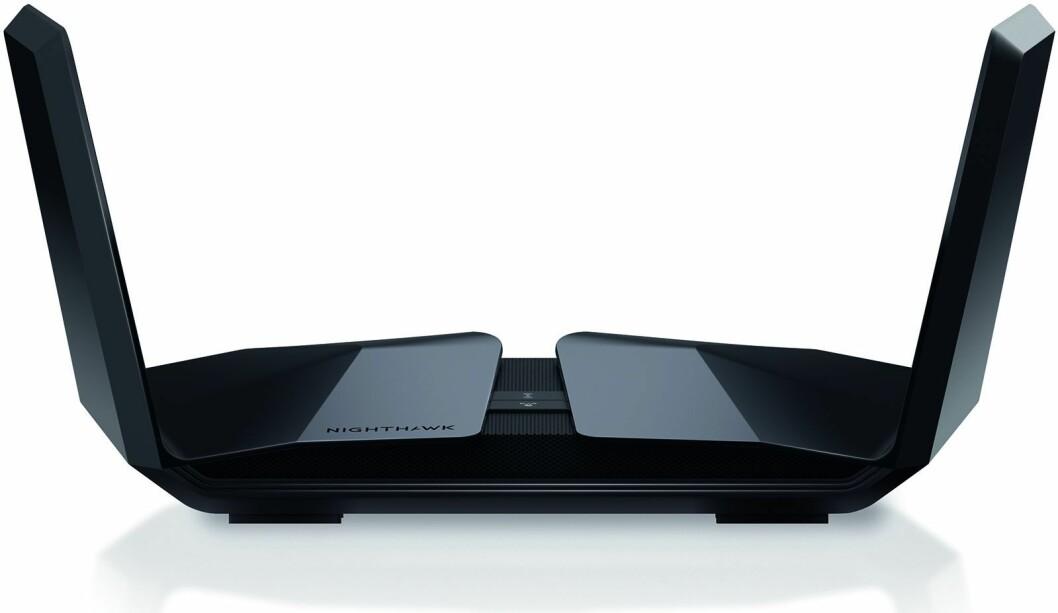 Wi-Fi 6-ruteren Nighthawk RX200 har 12 antenner og håndterer 12 samtidige datastrømmer. Foto: Netgear.