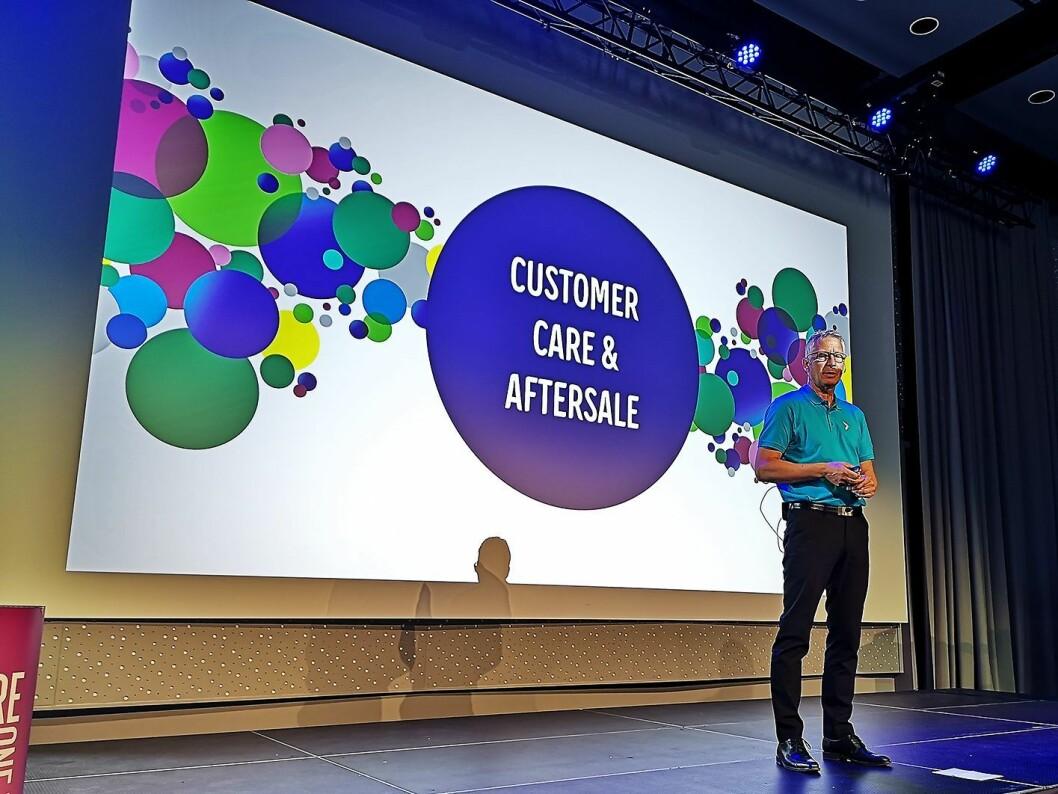 Ettermarkedssjef Lorentz Jacobsen presenterte Elkjøps nye strategi for 900 kundeservice-ansatte under Campus. Foto: Marte Ottemo.
