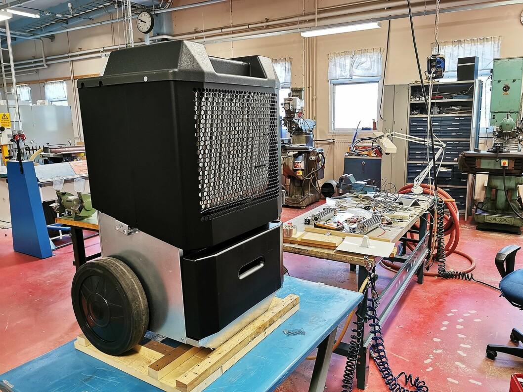 Prototypen til WCD7, en avfukter for profesjonell bruk. Serieproduksjonen av denne starter uke 42. Foto: Stian Sønsteng.