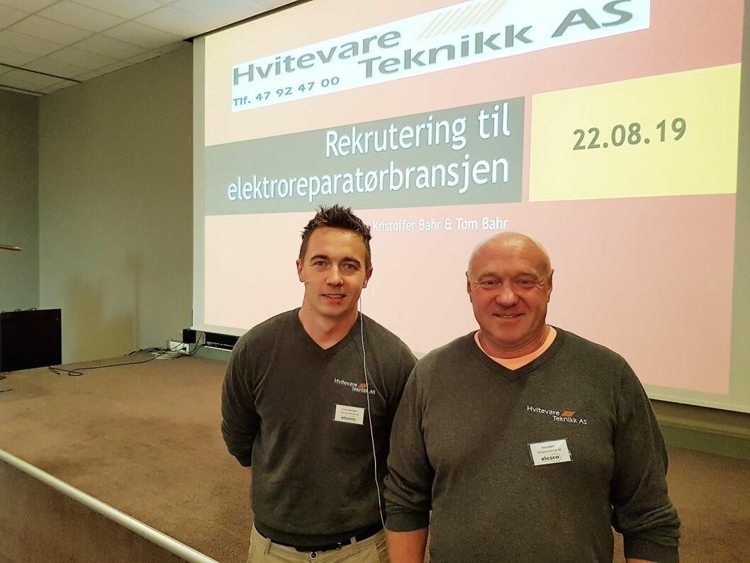 Kristoffer Bahr (til venstre) og Tom Bahr fra Hvitevareteknikk forklarte om lærlingordningen. Foto: Jan Røsholm.