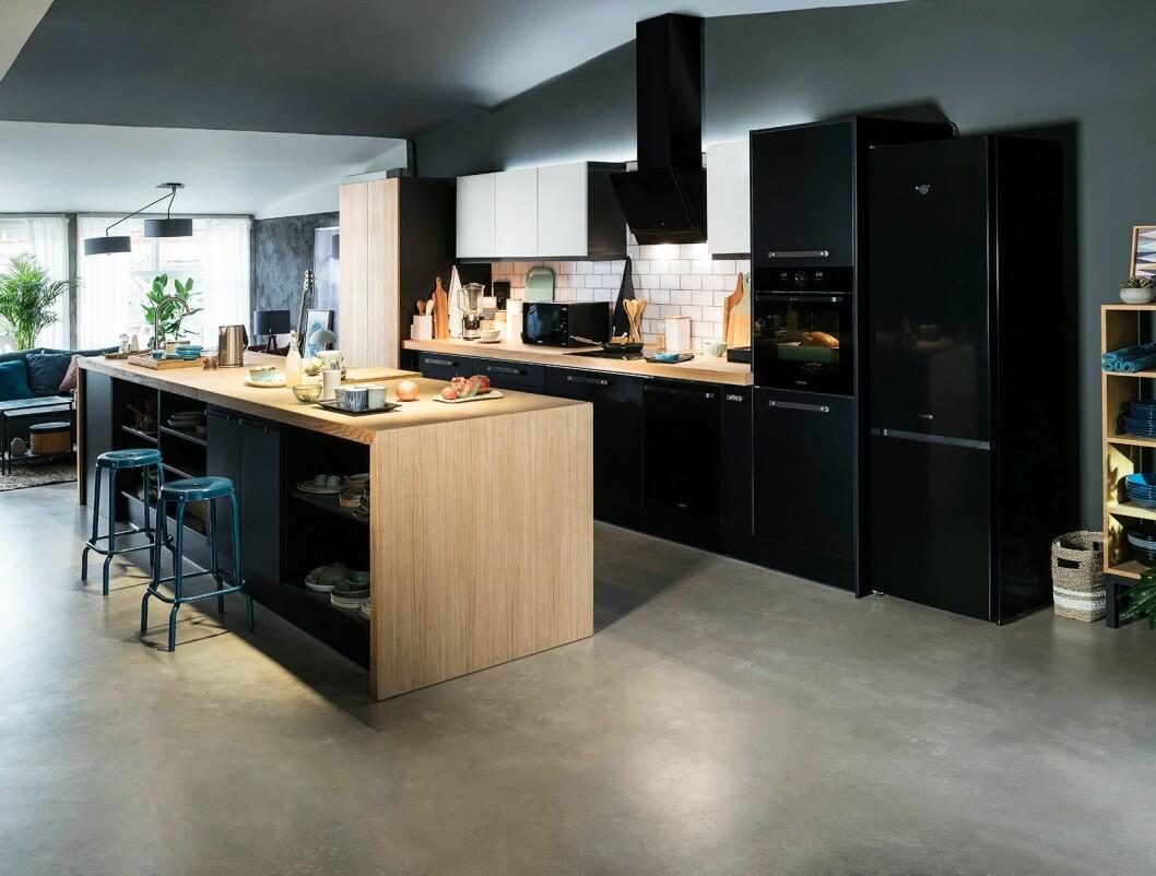 Simplicity-serien fra Gorenje har fått både oppgradert design og helt nye produkter. Sort er designtrenden på kjøkken under årets IFA. Foto: Gorenje