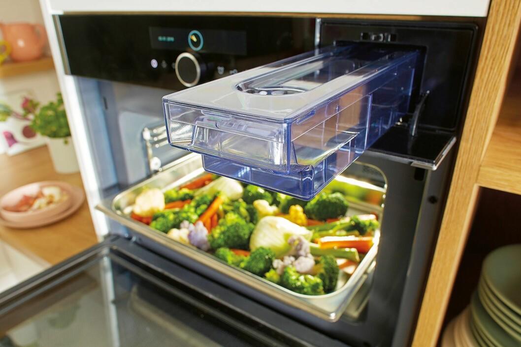 Gorenjes nye tre-i-ett-ovn kan skilte med både damp, mikro og sous vide-funksjoner. Foto: Gorenje.