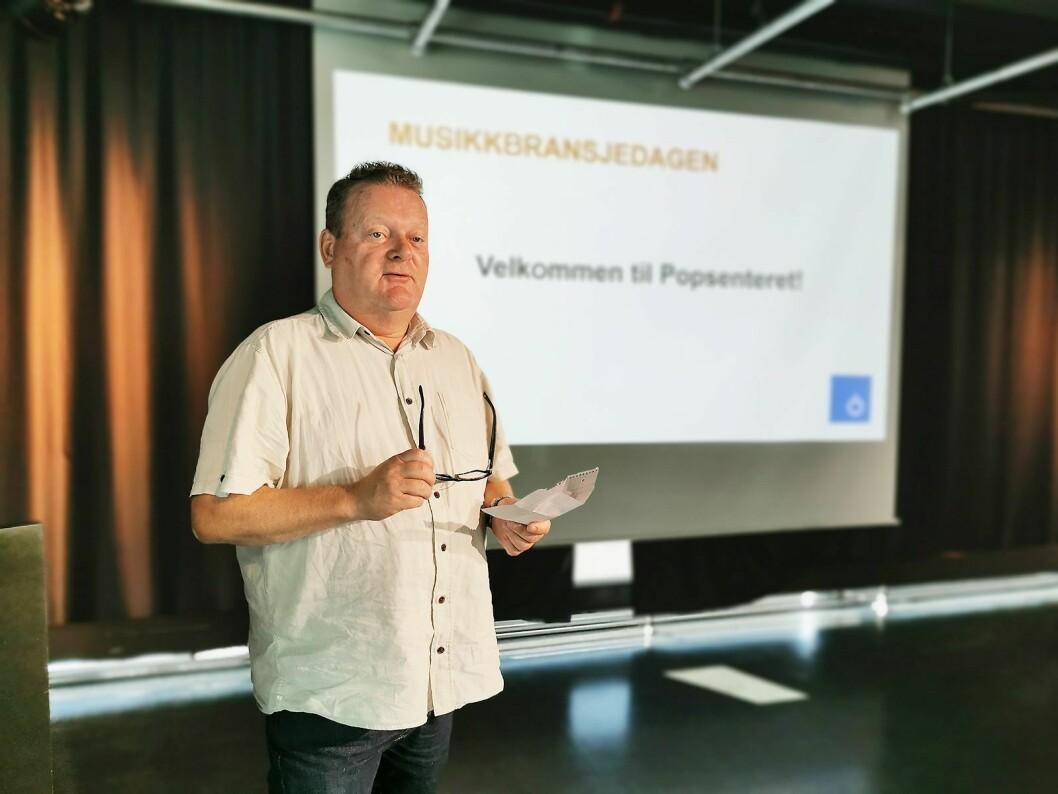 Erik Østby (EM Nordic AS) er styreleder i Norsk Musikkbransjeråd, og ønsket velkommen til Musikkbransjedagen. Foto: Stian Sønsteng.