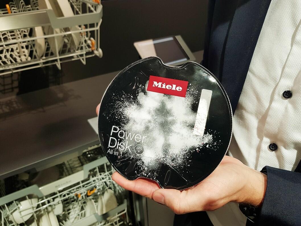 Mieles Powerdisk for oppvaskmaskin er nå tilgjengelig på det norske markedet. En disk holder til en måneds forbruk. Foto: Jan Røsholm.