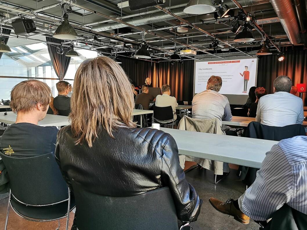 Kari Amdal Steingrimsen i Santander foredro om hvordan kundefinansiering kan gi mersalg. Foto: Stian Sønsteng.