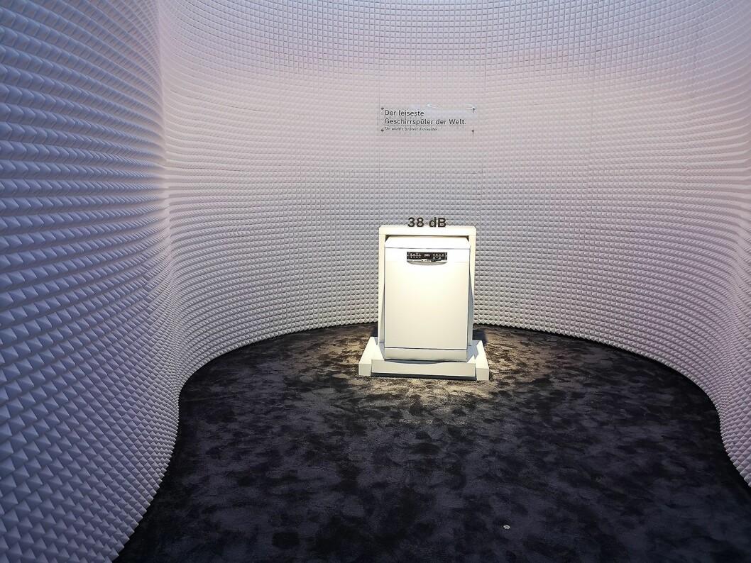 Bosch hevder de har verdens mest stillegående oppvaskmaskin, med et lydnivå på kun 38 dB. Foto: Marte Ottemo.