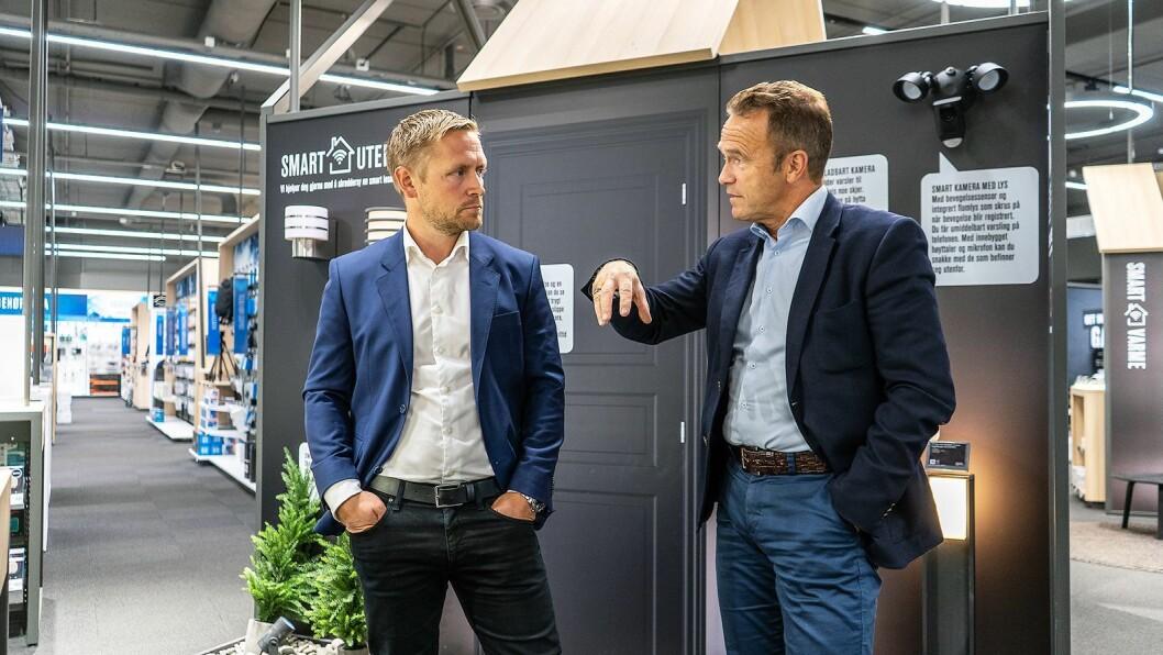 Andreas Westgaard (t. v.) er ansvarlig for smarte hjem i Elkjøp Nordic. Nå har konsernet inngått en avtale med norske Datek og administrerende direktør Tom Scharning. Foto: Elkjøp