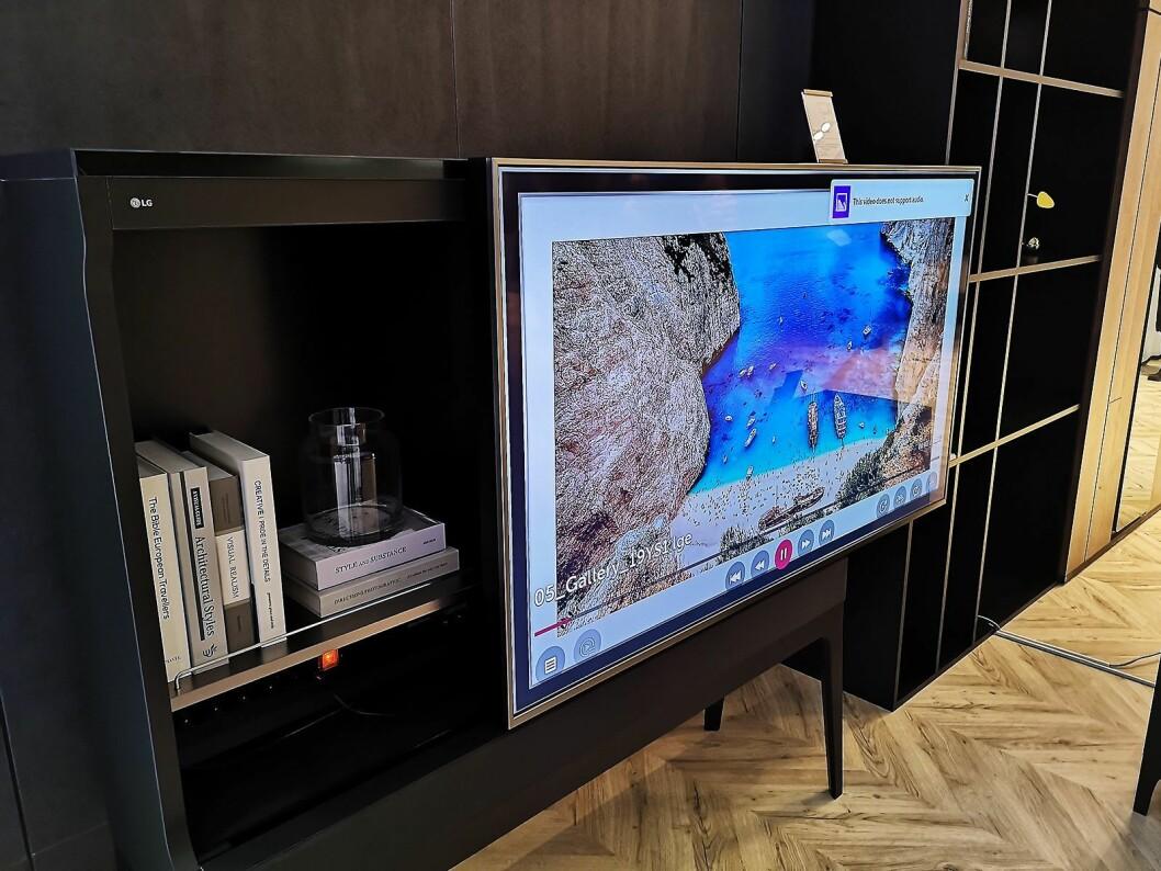 LG tester nå ut en ny serie produkter, som kombinerer TV og møbel i ett. Foto: Marte Ottemo.