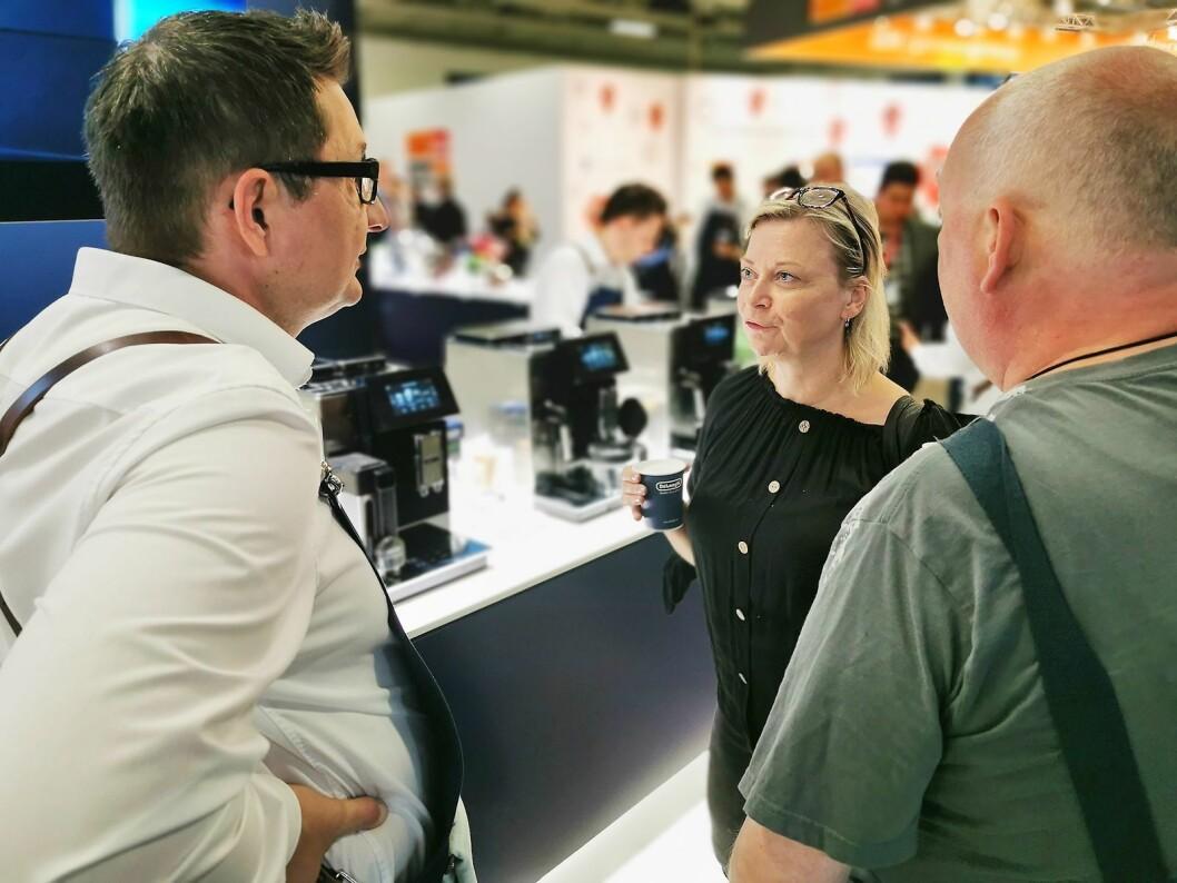 Hos De'Longhi møttes de IFA-besøkende rundt gruppens produkter. Foto: Stian Sønsteng.