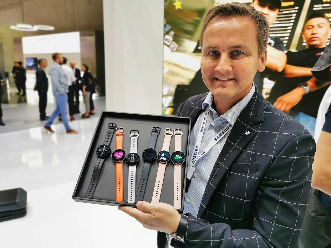 Øyvind Aasen i Samsung med Galaxy Watch Active 2, som kommer i størrelsene 44 og 40 mm. Pris: 5000,- og 4.800,- Foto: Stian Sønsteng