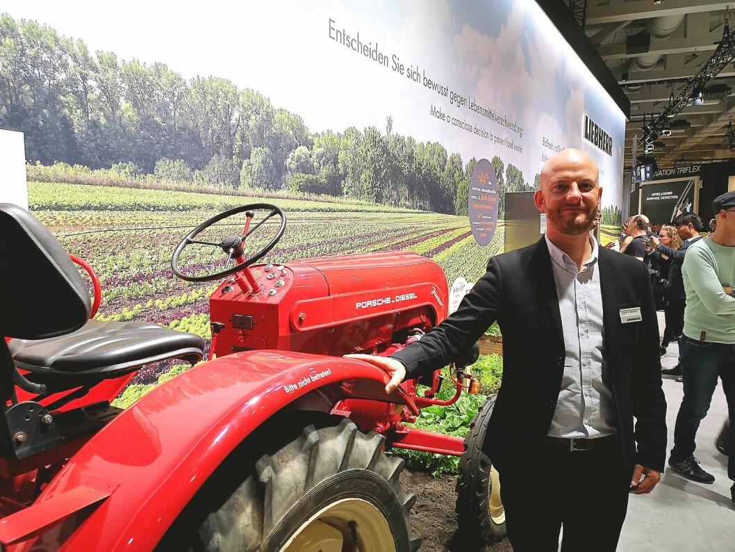 Anders Rosenkrans Gjedsted, nordisk salgssjef i Liebherrs distributør Witt, sier selskapet har 200 produkter på det norske markedet. Foto: Marte Ottemo.