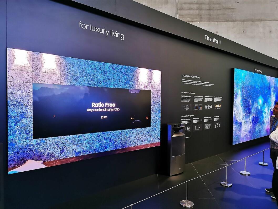 The Wall med mikro-led-fliser i 146 og 219 tommer. Skillet mellom flisene skal ikke lenger være synlig, og rutene på bildet til venstre ligger i bildet – ikke selve skjermen. Foto: Stian Sønsteng.