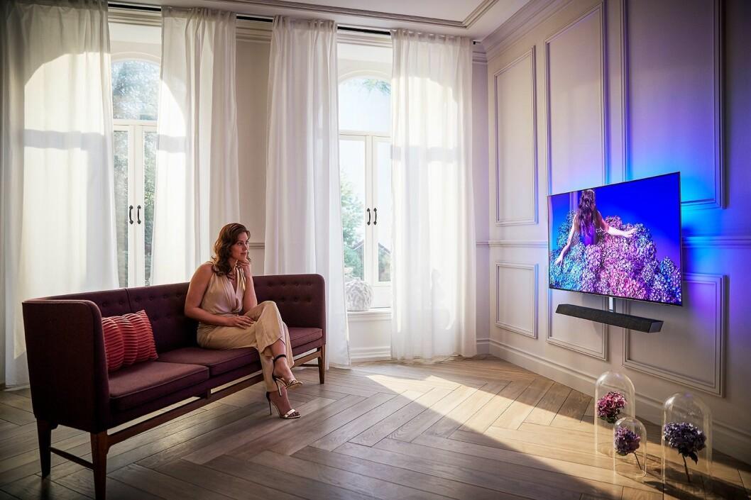 Philips nye OLED+984 TV har fått enda bedre lyd fra Bowers & Wilkins. Foto: Philips