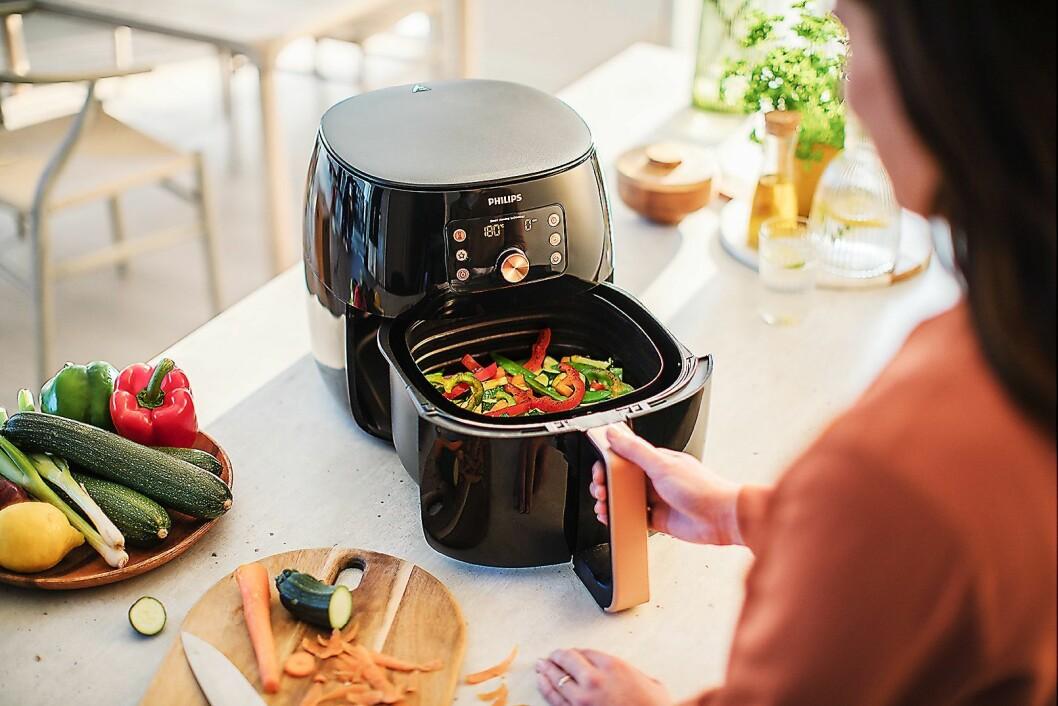 Philips vil inspirere folk til å lage mer enn bare pommes frites i Airfryeren, og har lansert appen New to you med oppskrifter og næringsinnhold. Foto: Philips.