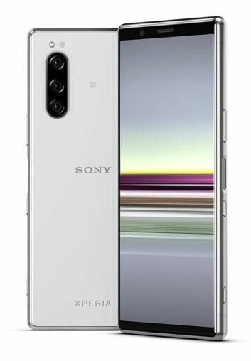 Sony Xperia 5 har samme spesifikasjoner som Xperia 1, med er med sin skjerm på 6,1 tommer og bredde på 68 mm en kompakt modell. Pris: 8.000,- Foto: Sony.