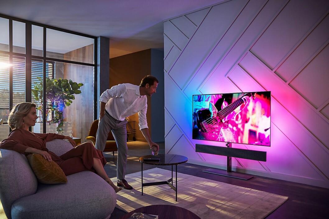 Philips nye OLED+984 TV har fått enda bedre lyd fra Bowers & Wilkins. Foto: Philips.