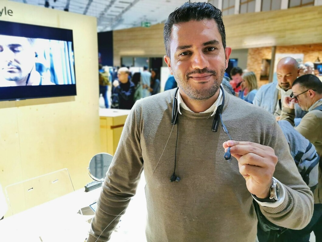Maziyar Khirollahi i Sony Consumer Electronics med WI-1000XM2, som har aktiv støyreduksjon. Pris: 3.200,- Foto: Stian Sønsteng.