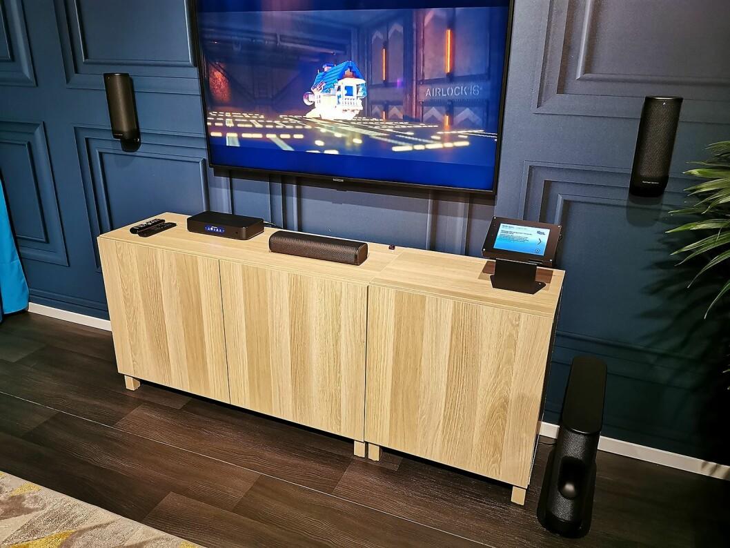 Harman Kardon Surround er et 5.1 hjemmekinosystem, der alle høyttalere er trådløse. Det er ikke klart når dette kommer i handelen. Pris: 25.000,- Foto: Stian Sønsteng.