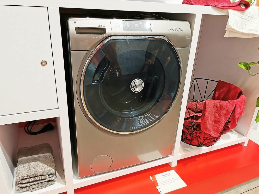 Hoover H-Wash 700 er en kombimaskin som tar 14 kilo vask og ni kilo tørk, med stemmestyring fra Google og Amazon, samt Hoovers egne direkte stemmestyring. Foto: Stian Sønsteng.
