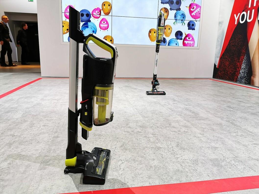 Den ladbare støvsugeren Hoover H-Free 500 kan foldes sammen, slik at høyden blir 69 cm. Pris: 2.700,- Foto: Stian Sønsteng.