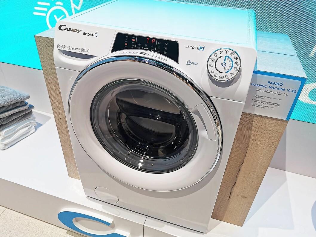 Candy RapidO har hurtigprogram fra 14 til 59 minutter, vasker 10 kilo på 1.600 watt, og kommer i butikkene i oktober. Via en app kan man beregne vaskemengde og velge program. Foto: Stian Sønsteng.