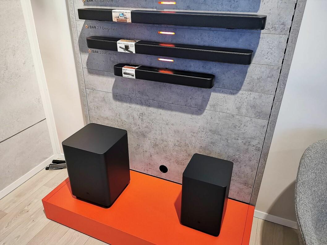 Lydplankene JBL Bar 2.0 All-In-One, Bar 2.1 Deep Bass og Bar 5.1 Surround (øverst). Pris: 2.500, 4.500 og 7.000 kroner. Foto: Stian Sønsteng.