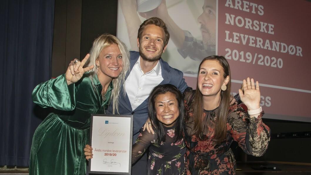 Årets norske leverandør ble Airthings. Pippa Boothman (f. v.), Sebastian Hewes, Tuyen Vo Olsen og Lauren Alkire mottok prisen. Foto: Tore Skaar.