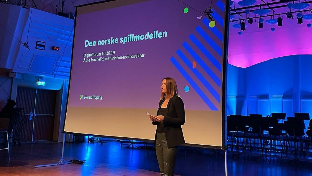 Kommunikasjonssjef i Stiftelsen Elektronikkbransjen, Marte Ottemo, var konferansier under høstens Digitalforum. Foto: Jan Røsholm