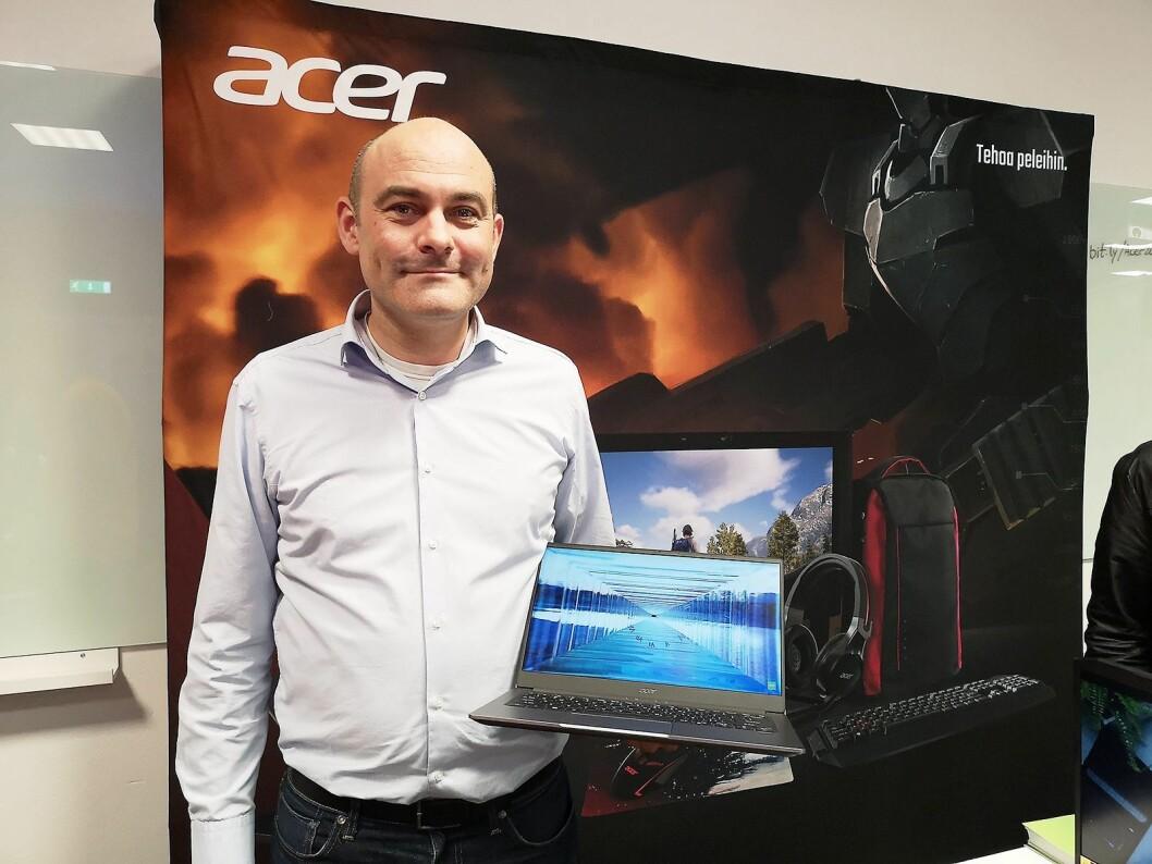 Peter Kaic, produktsjef i Acer Nordics, sier det har skjedd mye på teknologisiden de siste tre årene. Her med Acer Swift 5 som kommer på markedet nå. Foto: Marte Ottemo
